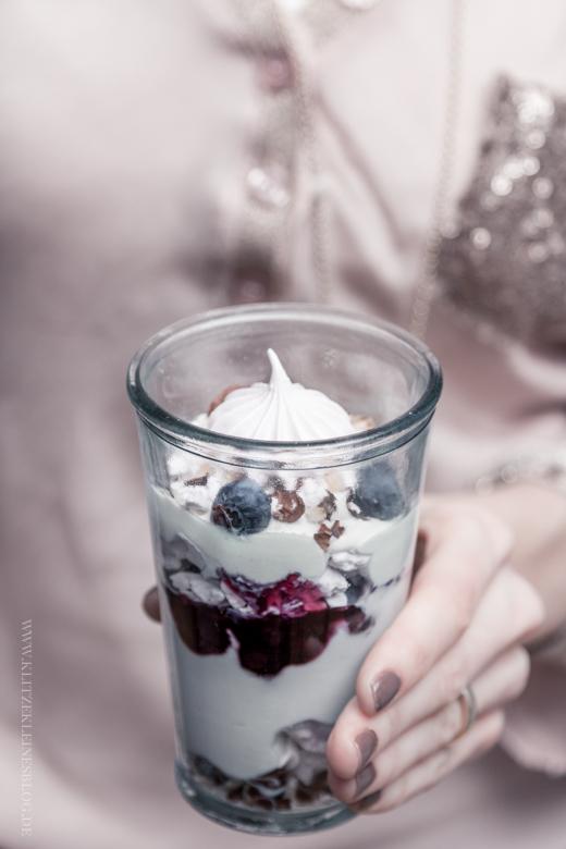 Eton Mess mit Blaubeeren / Eton Mess with Blueberries