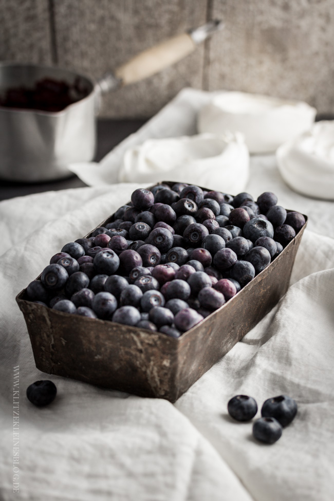 blueberries and cream pavlova-050