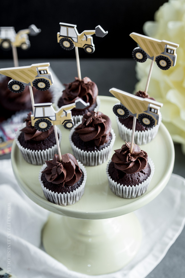death-by-chocolate-birthday-cupcakes-020