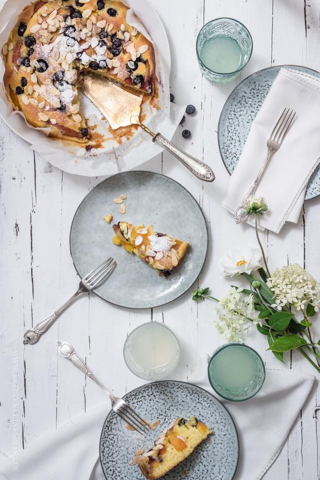 Nektarinen Blaubeer Kuchen mit Mandel-Butterguss-014