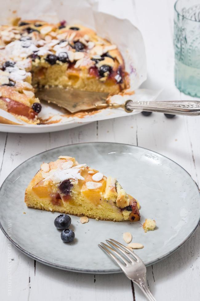 Nektarinen Blaubeer Kuchen mit Mandel-Butterguss-018