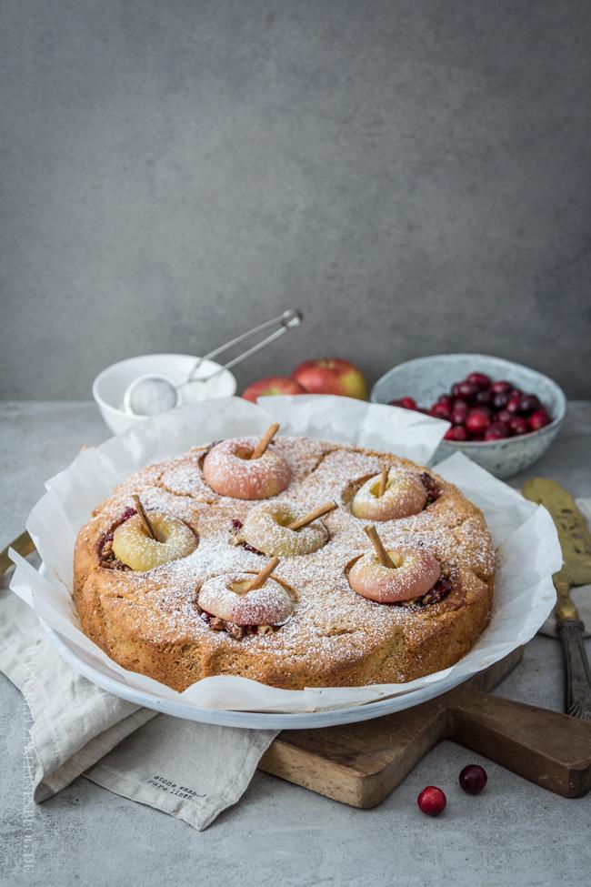 bratapfelkuchen-mit-cranberries-und-haselnuessen-007