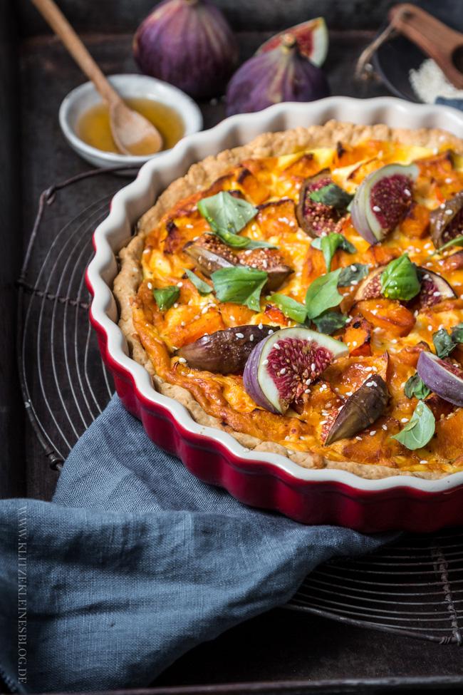 Kürbistarte mit frischen Feigen & Cheddar sowie Pumpkin Bread Rolls mit süßer Zimtbutter – Hui, gleich zwei Rezepte für den goldenen Herbst.