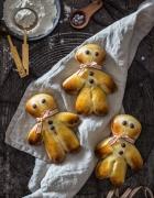 Kringeling! Hier kommen Spekulatius-Mini-Donuts  & Schokoladen-Brownie-Törtchen mit weißer Schokoladencreme und gerösteten Kokoschips