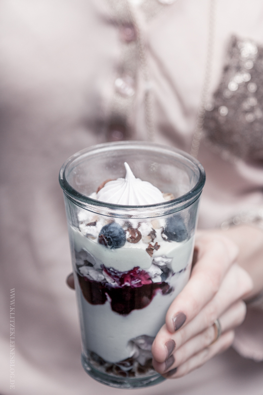 Eton Mess mit Blaubeeren / Eton Mess with Blueberries