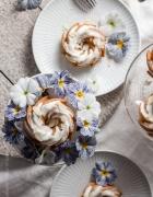 Frollein Kleins Rhabarberglück. Einmal als Rhabarberkuchen und das andere Mal als Muffins mit Rhabarber. Ganz wie Du magst! Aber garantiert immer ziemlich köstlich.