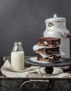 Nektarinen-Blaubeer-Kuchen mit einem Butterzuckerguss und gerösteten Mandeln