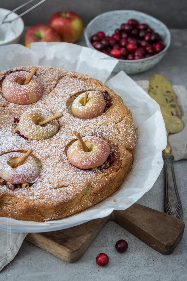 bratapfelkuchen-mit-cranberries-und-haselnuessen-005