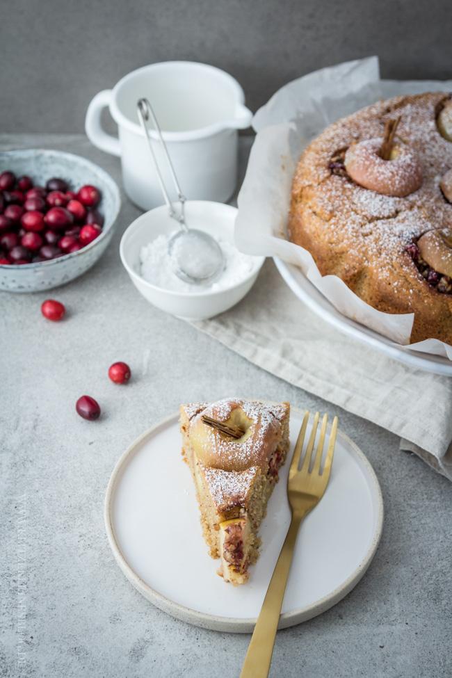 bratapfelkuchen-mit-cranberries-und-haselnuessen-058