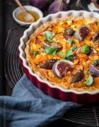 SLICE SLICE BABY! Hausgemachte Pizza mit Cheddar, Rucola und Parmaschinken sowie Feldsalat mit Cheddar, Granatapfelkernen & kandierten Walnüssen