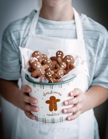 In der Weihnachtsbäckerei: Das einfache Rezept für Lebkuchenmann Kekse / Gingerbread Men Cookies